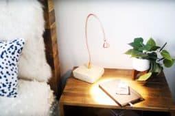 Här visas hur man gör ett ikea hack med Ikeas lampa Jansjö.