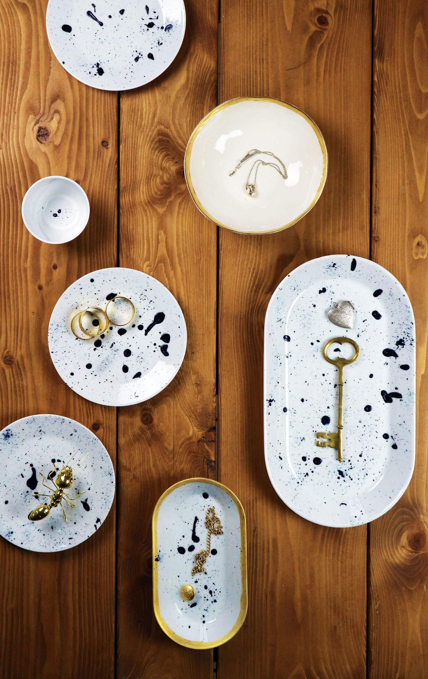 Bilden visar ett DIY med porslin som är stänkmålat med porslinsfärg, av Monica Karlstein, Hemmafixbloggen.se
