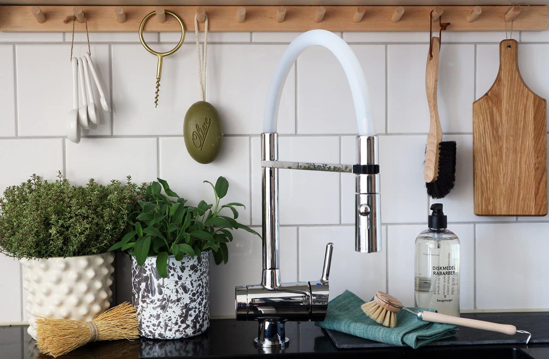 Ny känsla i köket utan att renovera – 8 sätt att förnya ditt befintliga kök