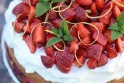Recept på jordgubbstårta med lemon curd.