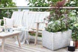 Gör en egen stenkruka av granitplattor från byggvaruhuset.