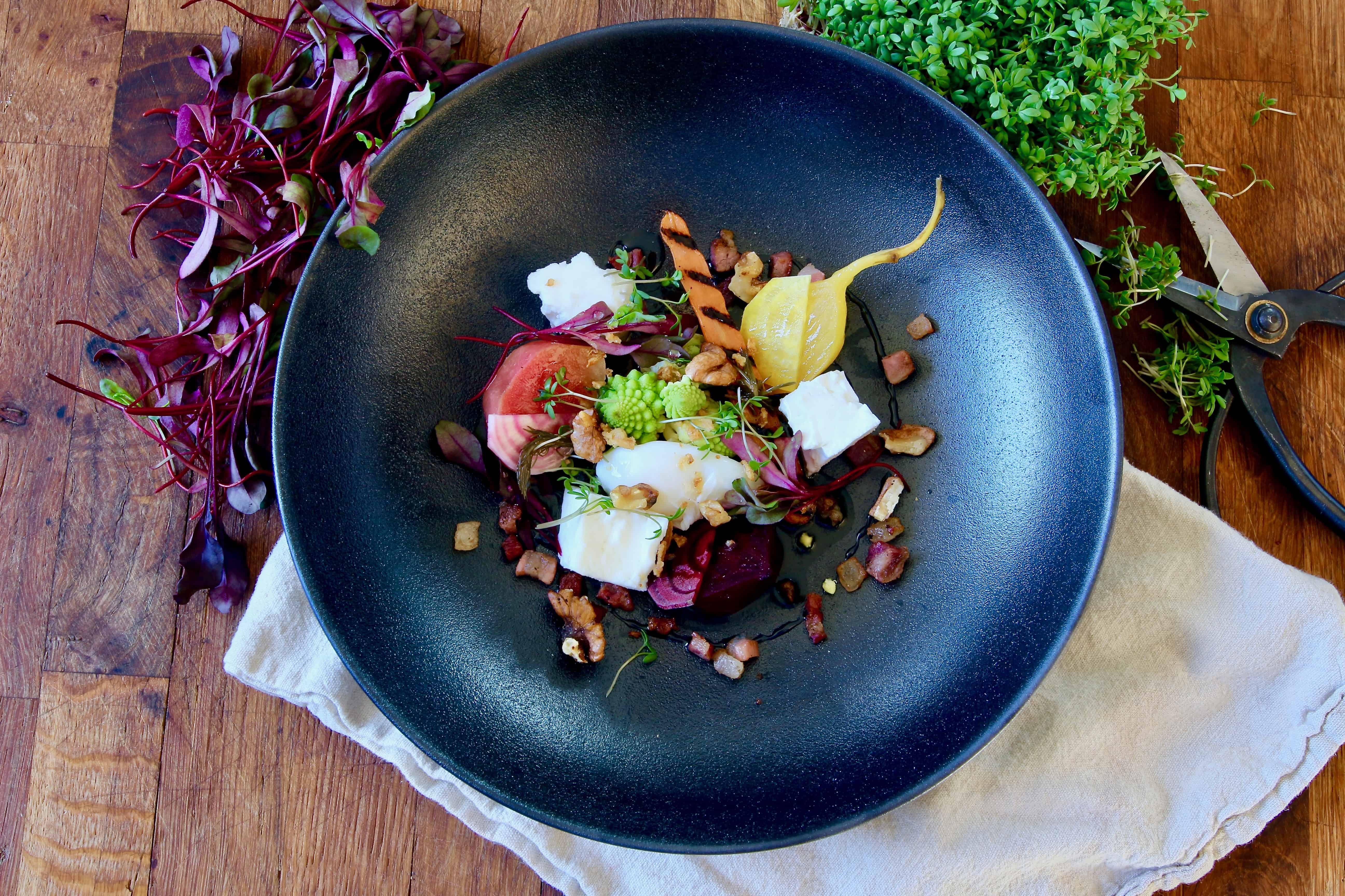 Recept: Vårig middag med rödbetor, fetaost och valnötter