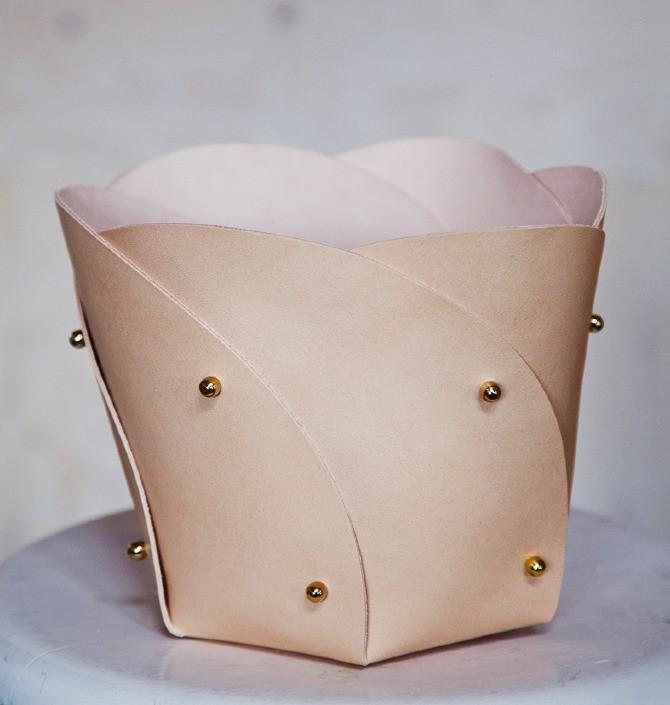 Poppy-korg av läder.