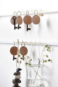 Nyckellist med snygga nyckelringar i läder.