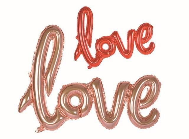 Ballong med texten love, till alla hjärtans dag.