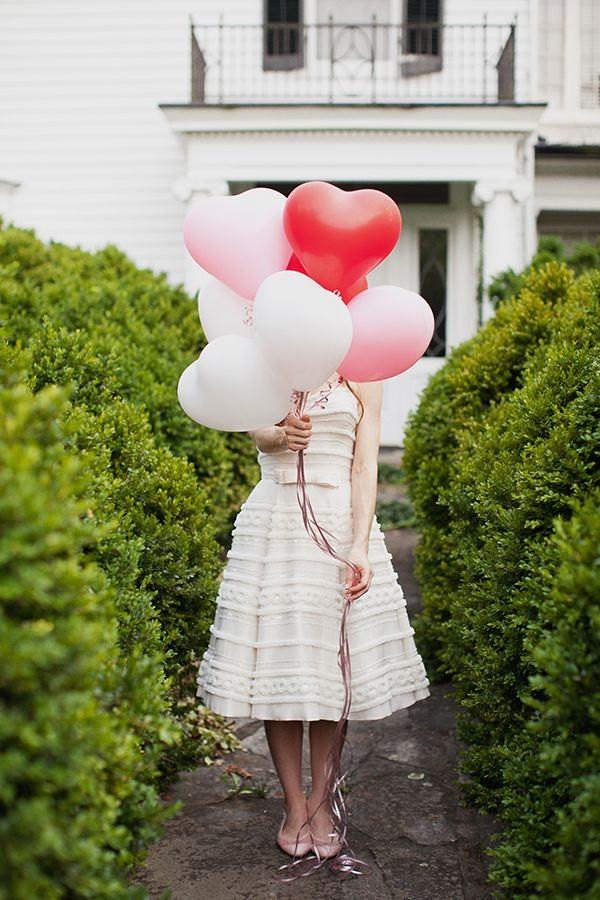Hjärtformade ballonger till alla hjärtans dag.