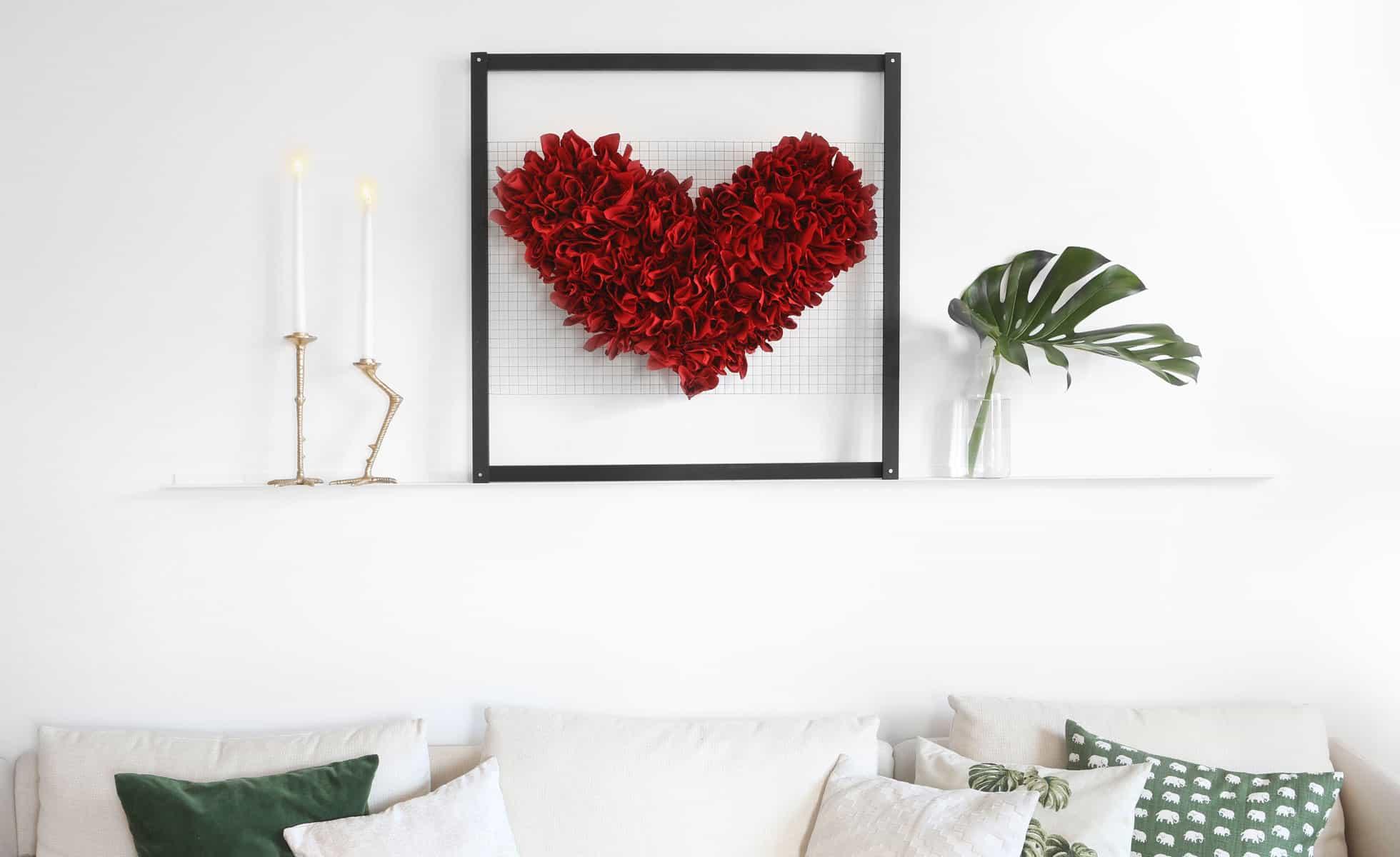 Tavla med utbytbart motiv. Ett hjärta för alla hjärtans dag.