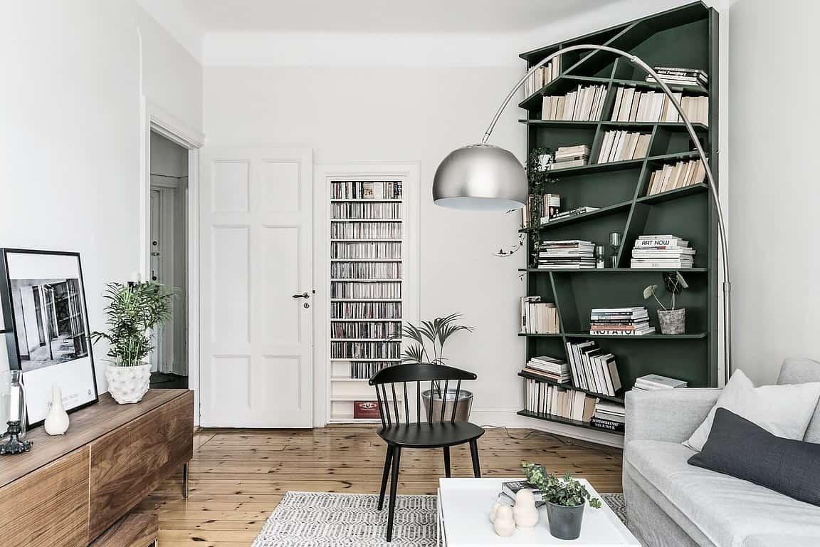 Platsbyggd bokhylla.
