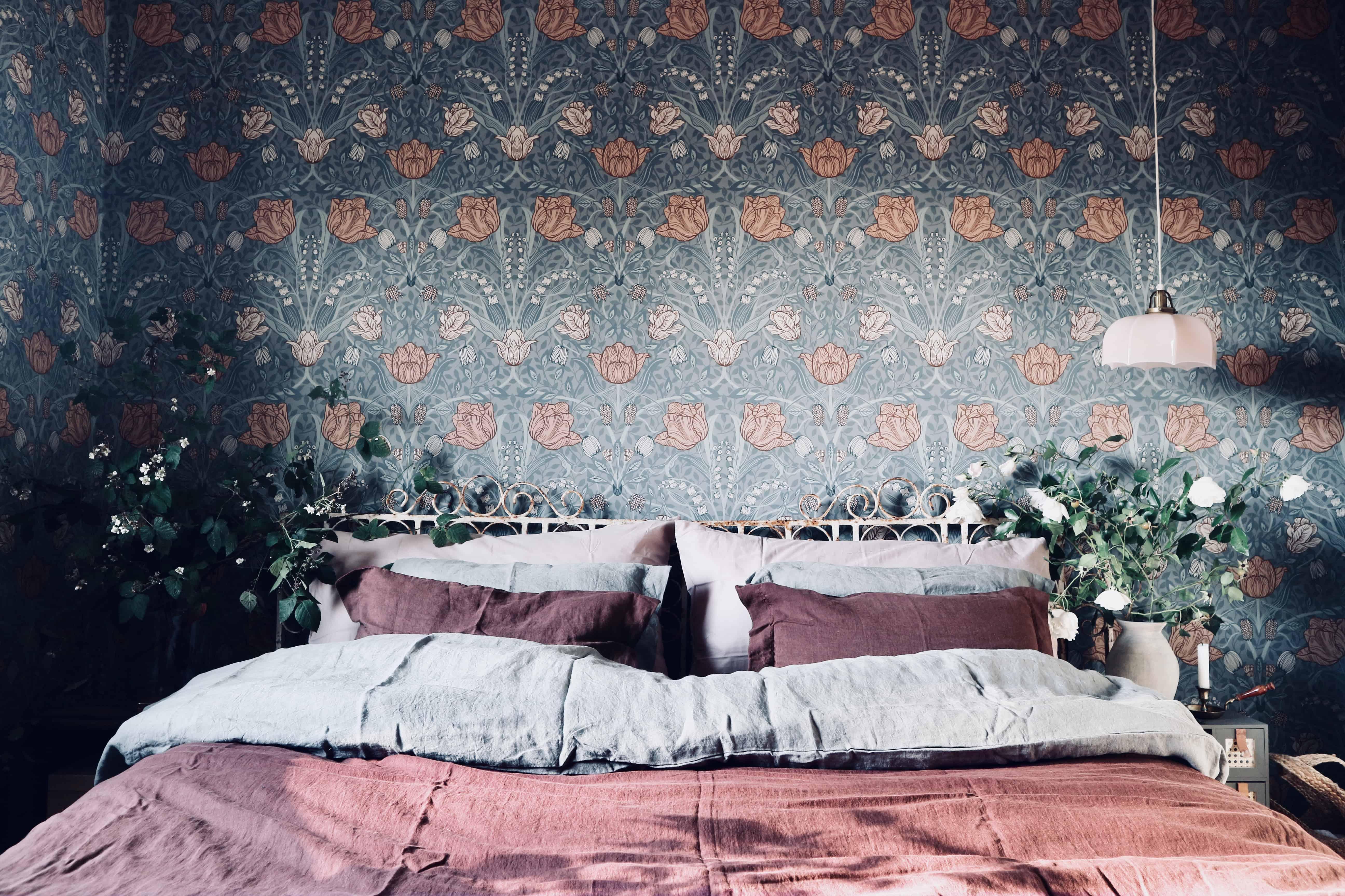 Före & efter: Tapetsering av sovrummet