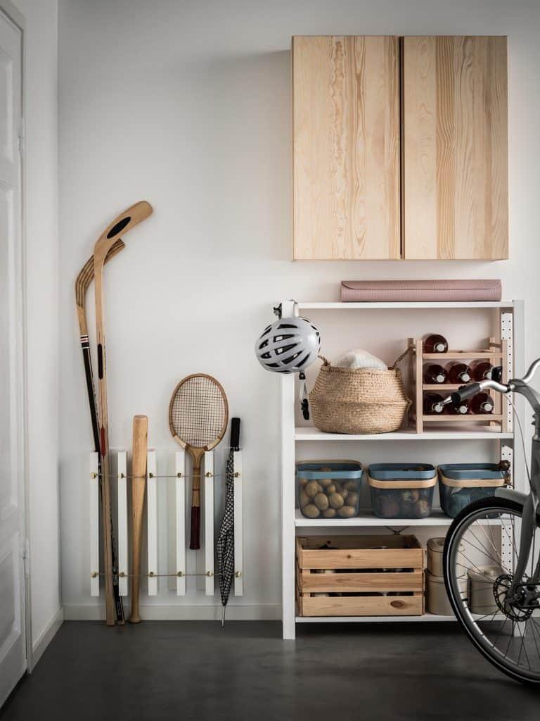Ikea hack: Mosslanda tavelhylla blir förvaringsställ i hallen eller garaget