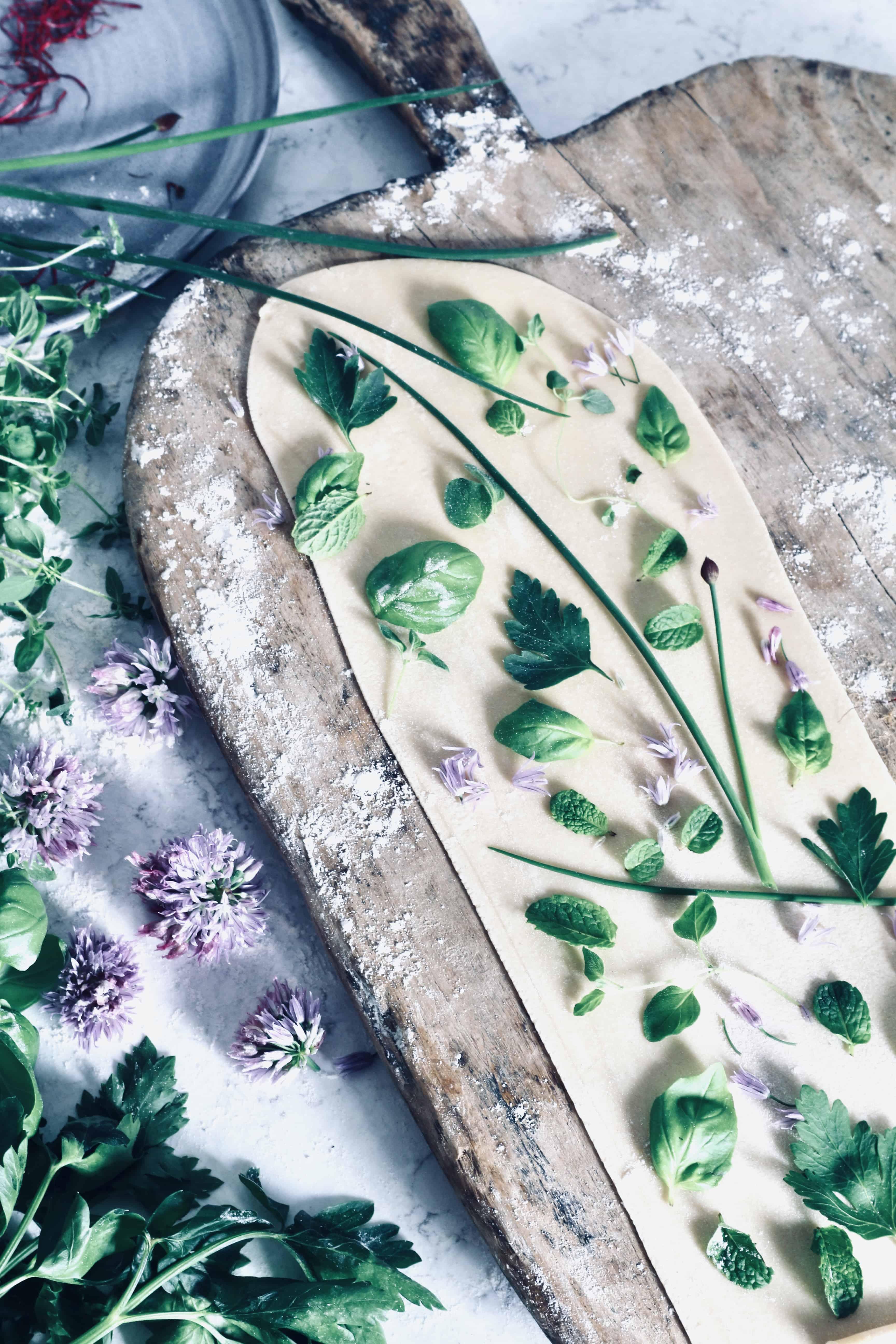 """Att göra egen pasta – recept på """"pasta herbarium"""""""