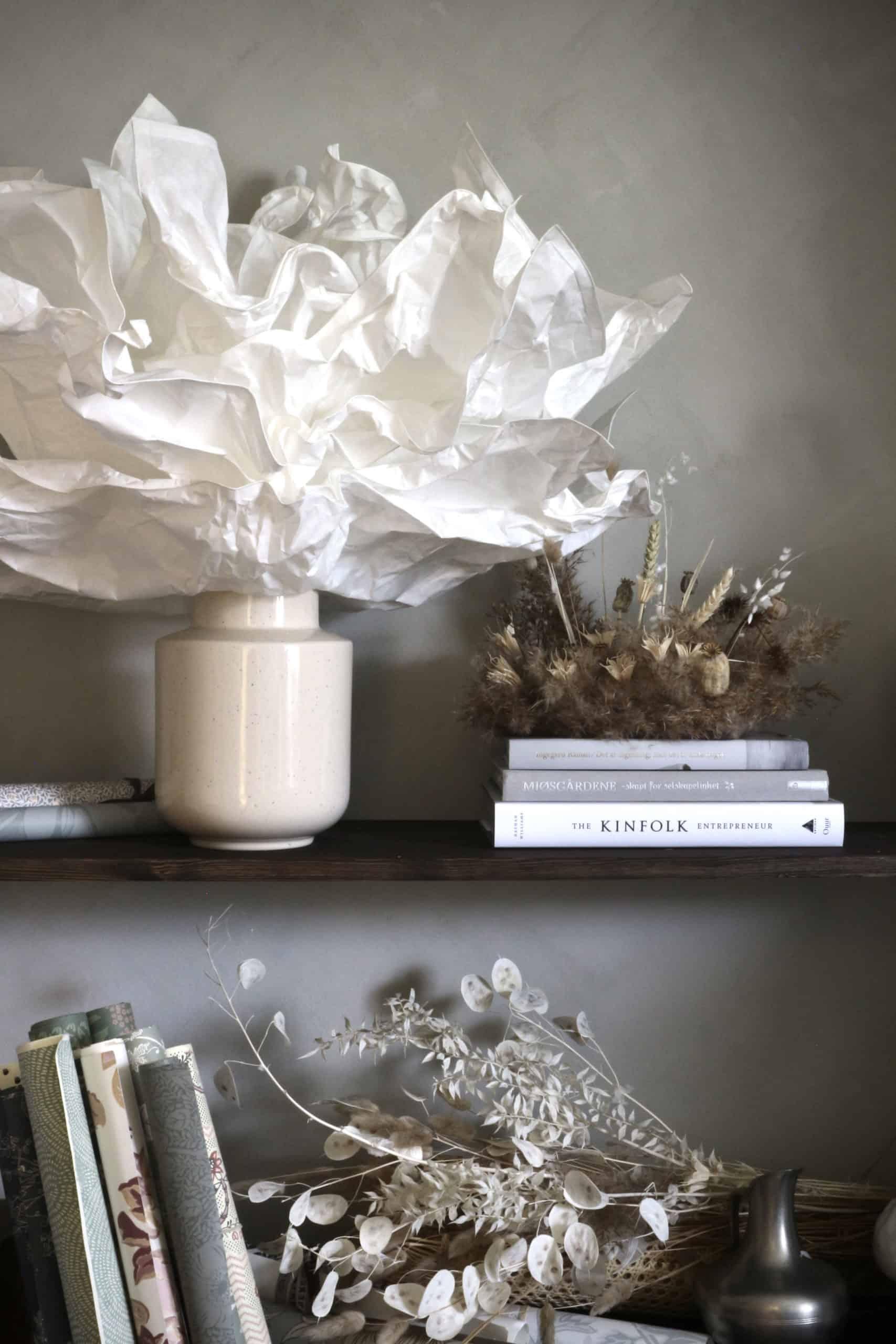 Ikea hack: Taklampan Krusning blir bordslampa ihop med en vas