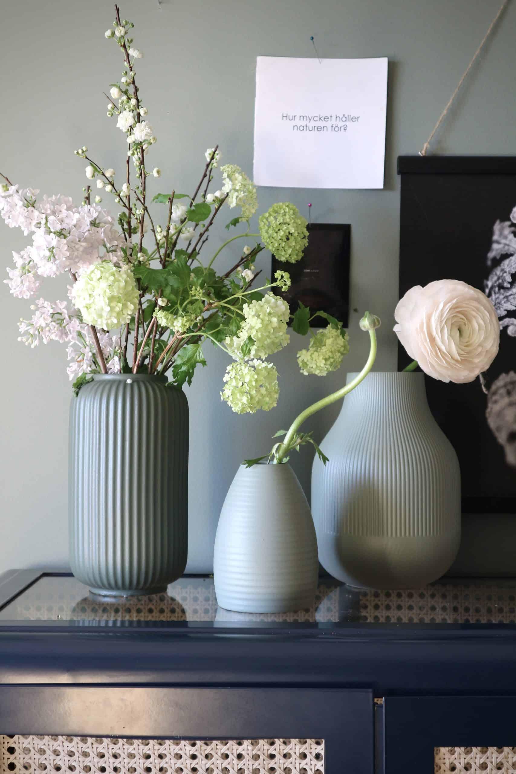Måla udda vaser så att de blir vackra i grupp – kul presenttips